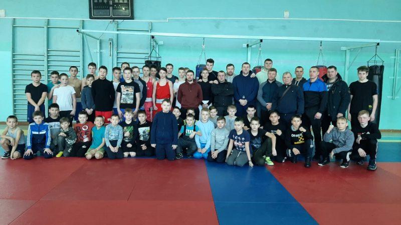 Боксёры из Трёхгорного, Юрюзани, Сатки и Усть-Катава провели большую тренировку
